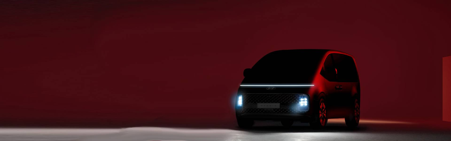 Hyundai представила первые фото STARIA